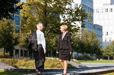 stock photo: business people greeting outdoors-Raw Stock Photo ID: 40404