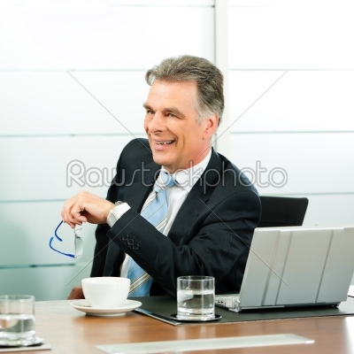 stock photo: senior manager oder chef in einem meeting-Raw Stock Photo ID: 41745